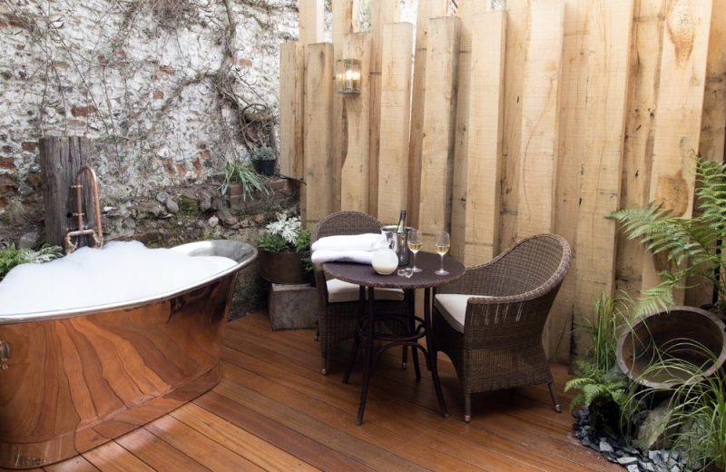 room 14 crown hotel wells. Black Bedroom Furniture Sets. Home Design Ideas