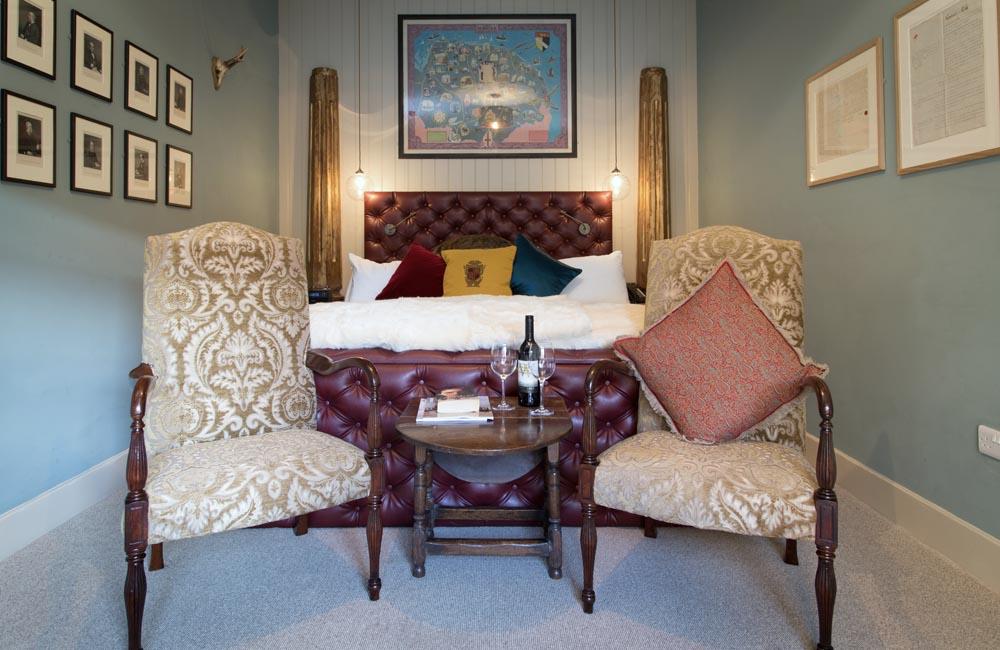 room 15 crown hotel wells. Black Bedroom Furniture Sets. Home Design Ideas