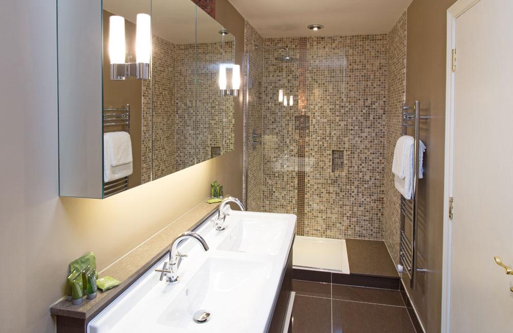 room 21 crown hotel wells. Black Bedroom Furniture Sets. Home Design Ideas