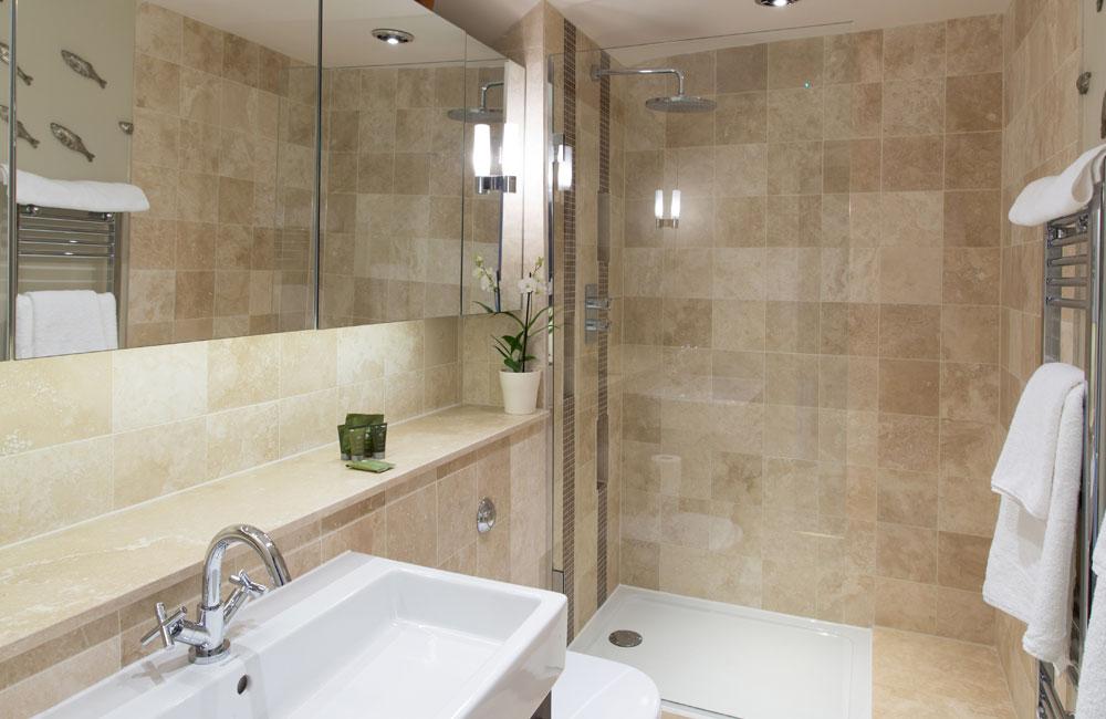 room 22 crown hotel wells. Black Bedroom Furniture Sets. Home Design Ideas