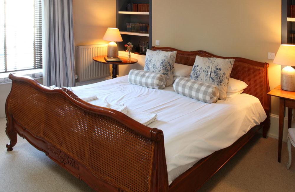room 7 crown hotel wells. Black Bedroom Furniture Sets. Home Design Ideas