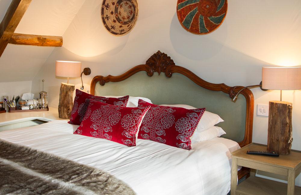 room 8 crown hotel wells. Black Bedroom Furniture Sets. Home Design Ideas